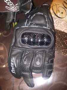 New motorcycle  gloves  with carbon  fiber  $60