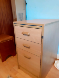 Filing cabinet at bottom and 2 drawers