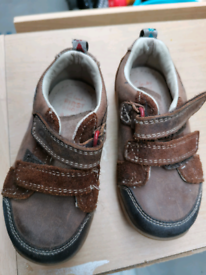 Toddler young boys clarks shoes size 5.5
