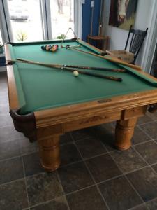 Pool Table / Billiards Table set