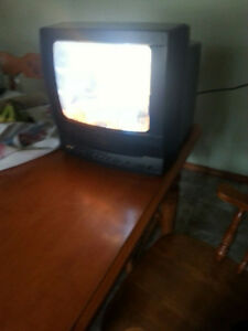 12 INCH TV WITH BUILT IN VHS AND VARIETY OF VHS TAPES
