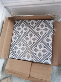 4 topps tiles fleur blue