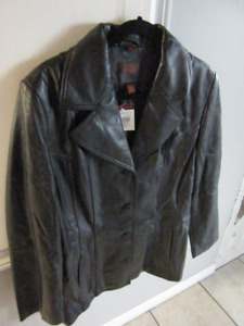 WOMAN'S DANIER LEATHER JACKET SZ LG - TAGS STILL ON