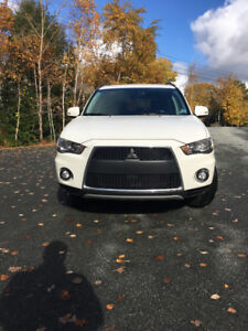 2011 Mitsubishi Outlander LS with 2 sets of Michelin Tires/Rims