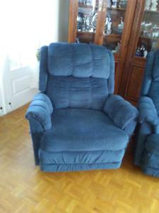 Fauteuil bleu bersant style lazy boy 150$