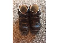 Clarks Boys Size 7 Leather Shoes/Boots