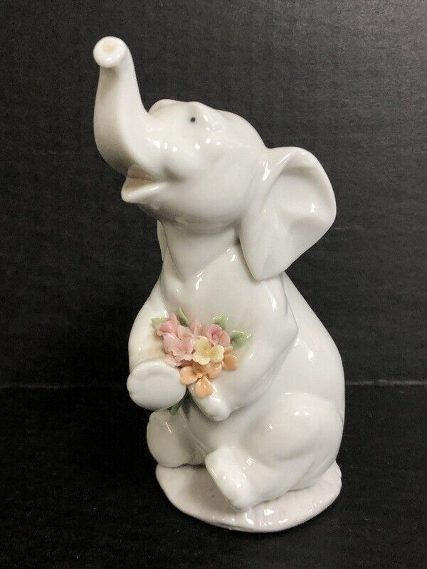 Lladro Elephant Figurine Lucky In Love with Flowers 6462
