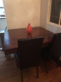 Dakota dining square table