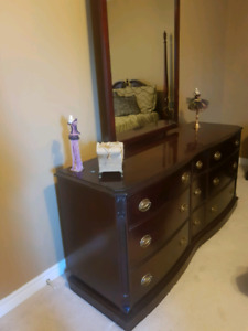 MAHOGANY WOOD DRESSER - 9 DRAWERS WITH ATTACHED MIRROR - VINTAGE