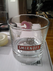 COLLECTIBLE SMIRNOFF CALGARY FLAMES NHL GLASS