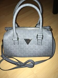 Navy Guess Purse-Brand New Kingston Kingston Area image 1
