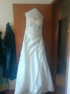 Wedding dress - size 12 - embellished $1 00 obo