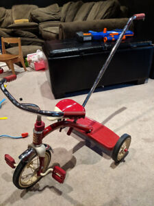 Radio flyer tricycle with detachable push handle