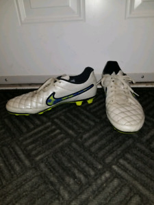 7507e1552 Nike soccer cleats