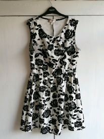White Dress with black roses size 14