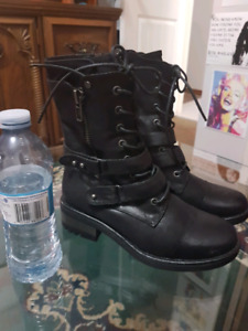 Leather boots size 7. Brand new from Soft Moc.