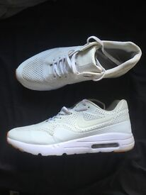 NIKE MOIRE TRAINERS SIZE UK 10