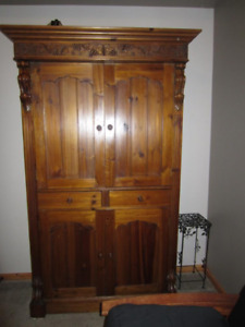 Solid Wood 4 Door 2 Drawer Cabinet with carved wood trim
