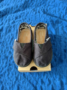 TOMS Classic Black Canvas Shoe Size toddler 5 (New in Box)