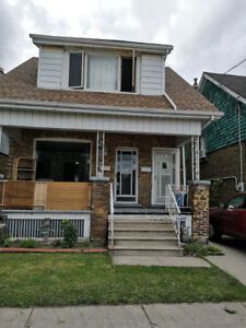 LARGE 2 BEDROOM WITH DEN FENCED IN YARD OTTAWA ST. N HAMILTON