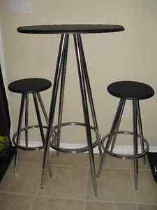Bistro/ Pub style table with stools