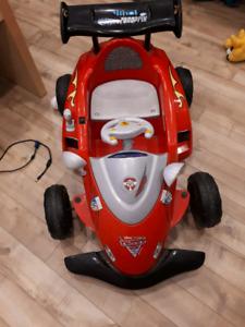 Superbe voiture électrique parfait pour votre enfant