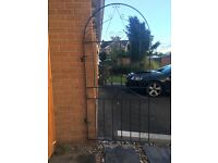 Single metal gate- great condition