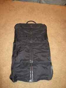Red & Black Samsonite Luggage Set includes suitcase & garment ba Kitchener / Waterloo Kitchener Area image 5