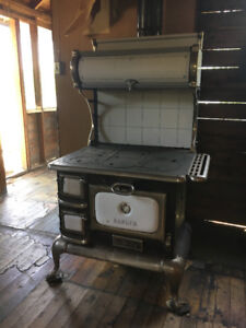 BEAUTIFUL OLD WOOD COOKSTOVE