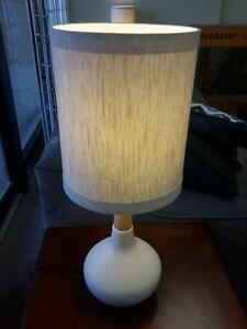 *** USED *** ASHLEY STACIA WHITE LAMP (2/CN)   S/N:51232834   #STORE523