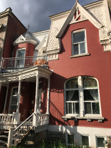 2 closed-bedrooms apart on Esplanade facing Jeanne-Mance park