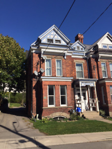 2 Bed 1 Bath  Townhouse Apt. $925/mo +hydro +water Downtown