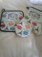 Paris novelty oven mitts. Pictures.Brand new. Great for a gift.