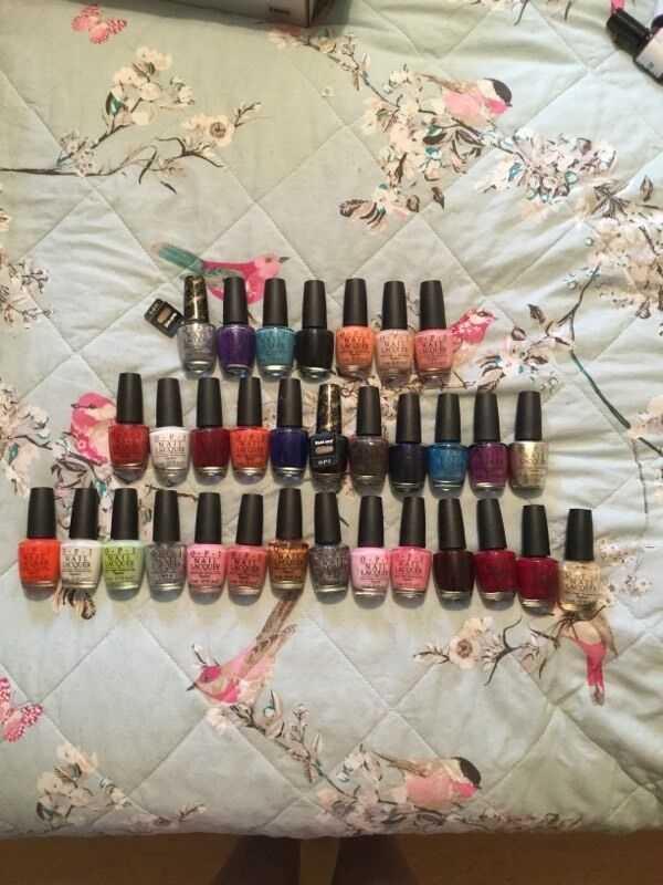32 OPI nail varnish