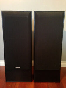 """2 Pioneer 10"""" speakers with Sony CDP C-365 (5 disc CD player)"""