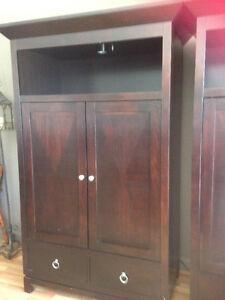 2 meubles , servant pour t.v. ou armoire de rangement