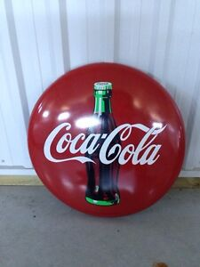 Collectible Coca Cola button- Great for Christmas! London Ontario image 1