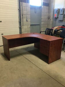 5' x 5' Workstation in Summerflame - Office Desk Oakville / Halton Region Toronto (GTA) image 4