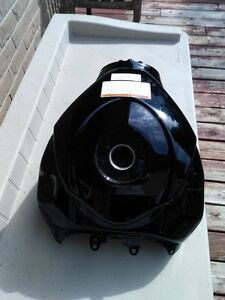SUZUKI GSXR1000 BLACK GAS/FUEL TANK CLEAN INSIDE Windsor Region Ontario image 1