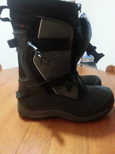 SOREL NEW WINTER BOOTS SIZE 12 or 13 NEVER WORN. REG $400