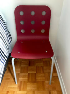 3 Chaises rouges moderne