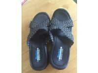 Sketchers flip flops size 6