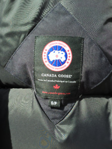 Authentic Canada Goose Navy Bomber Jacket (10/10 Condition)
