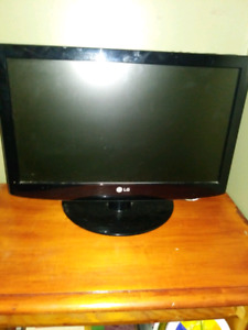 15 Inch LED TV or Monitor