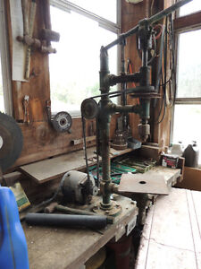 ANTIQUE BENCH TOP DRILL PRESS
