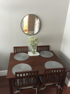 KITCHEN TABLE- GREAT CONDITION