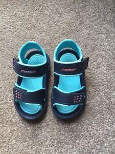 Toddler boy sandal size 5 fits size4
