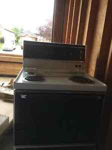 Older stove. Good condition and clean