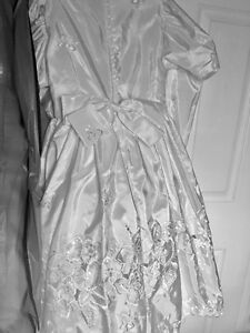 Girls White Wedding/Party Dress Size 8 for Sale