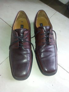 Selling Men's Bostonian Brown Leather Shoes size 10.5